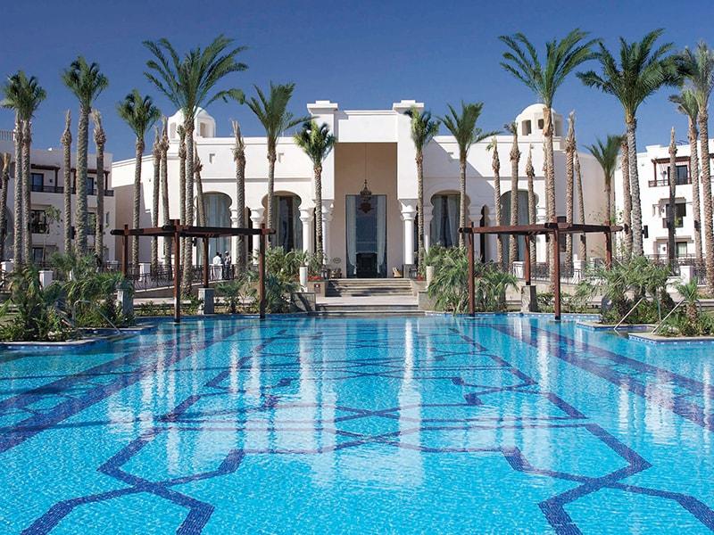 территория отеля The Palace Port Ghalib