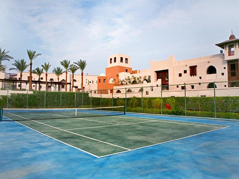 теннисный корт отеля The Palace Port Ghalib
