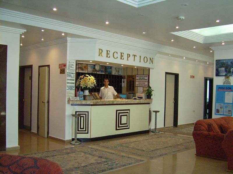 ресепшн отеля Palm Beach
