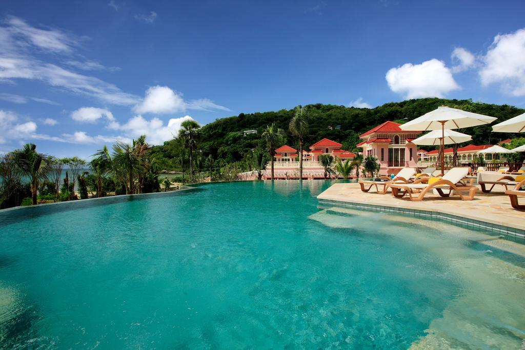 территория отеля Centara Grand Beach Resort Phuket