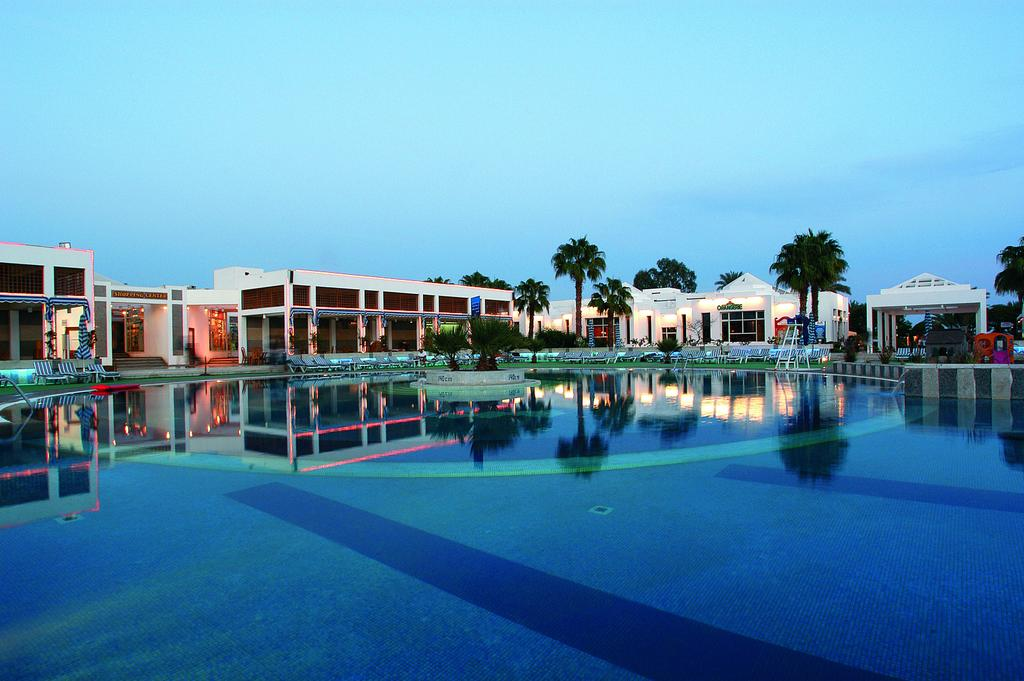 бассейн отеля Maritim Jolie Ville Resort & Casino