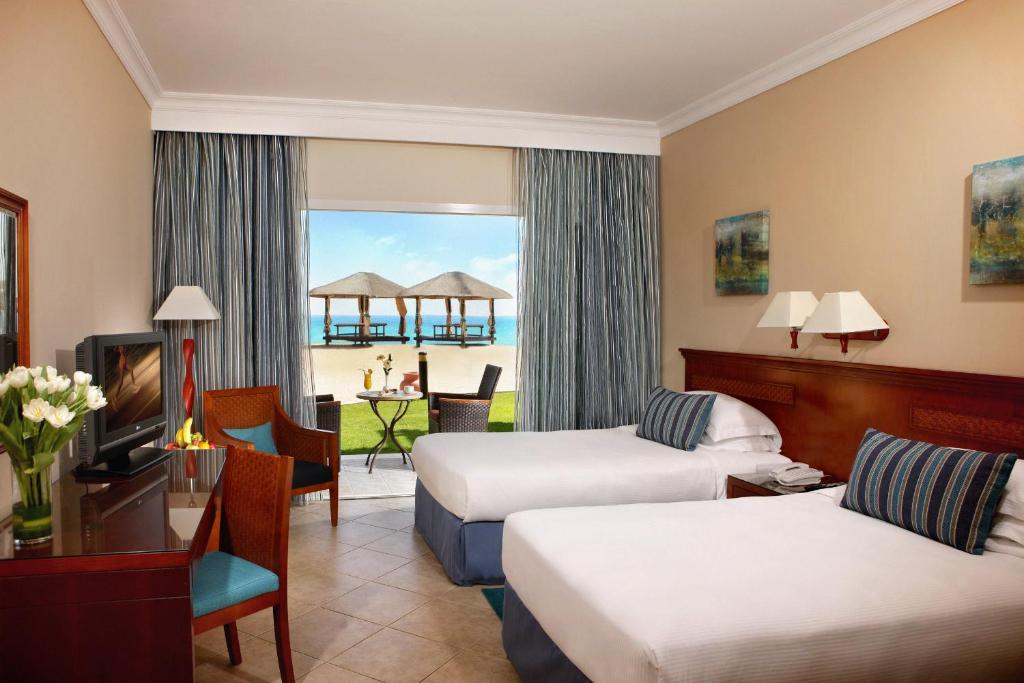 номер отеля Fujairah Rotana Resort & Spa