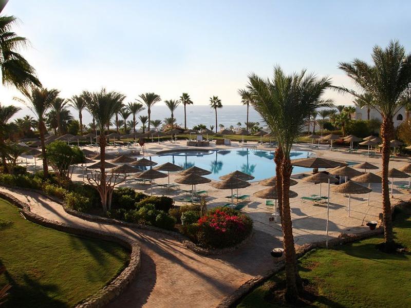 территория отеля Domina Coral Bay Oasis Hotel & Resort
