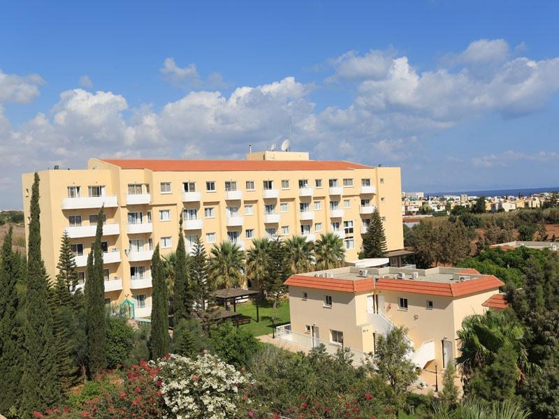 корпус отеля Jacaranda Hotel Apartments