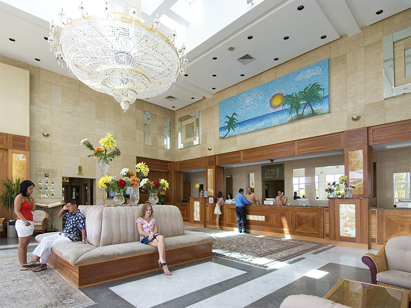 корпус отеля Maritim Jolie Ville Resort & Casino