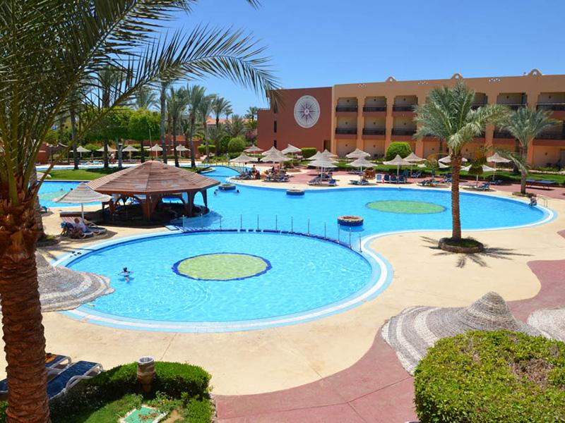 бассейн отеля Nubian Village