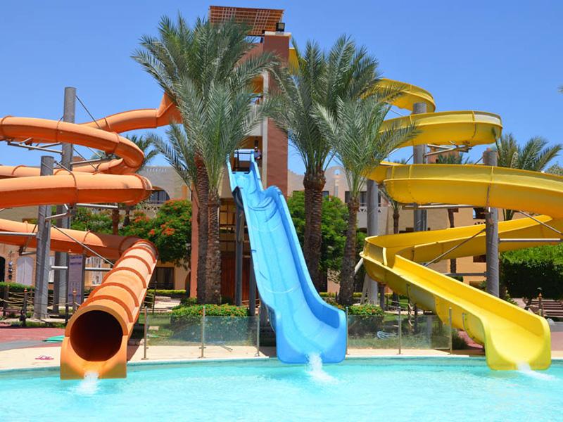 водные горки отеля Nubian Village