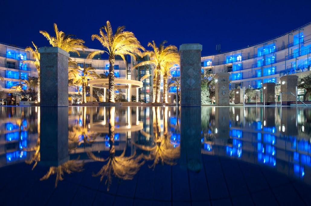 бассейн отеля Club & Casino Loutraki