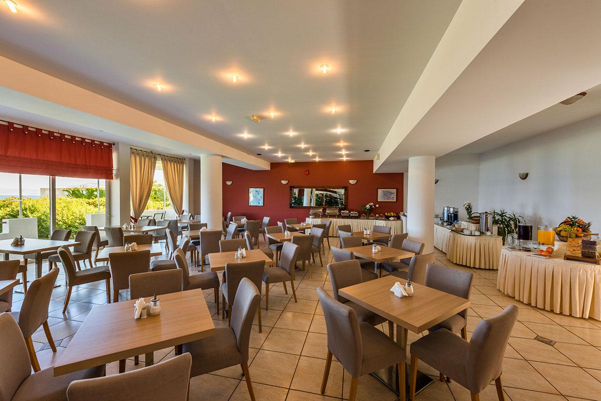 ресторан отеля Niforeika Beach Hotel & Bungalows