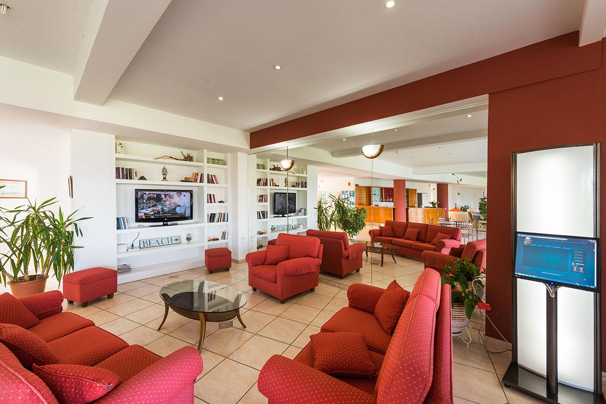 лобби отеля Niforeika Beach Hotel & Bungalows