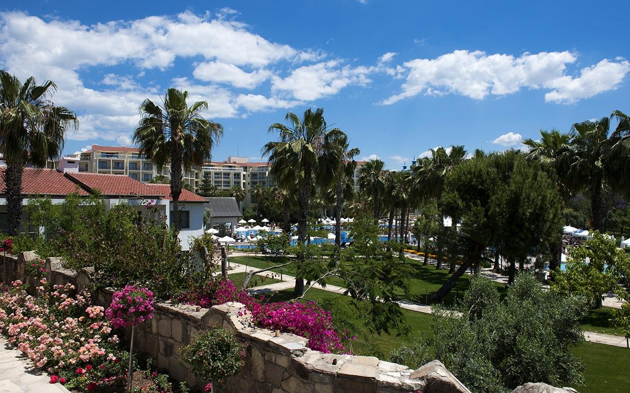 территория отеля Barut Arum