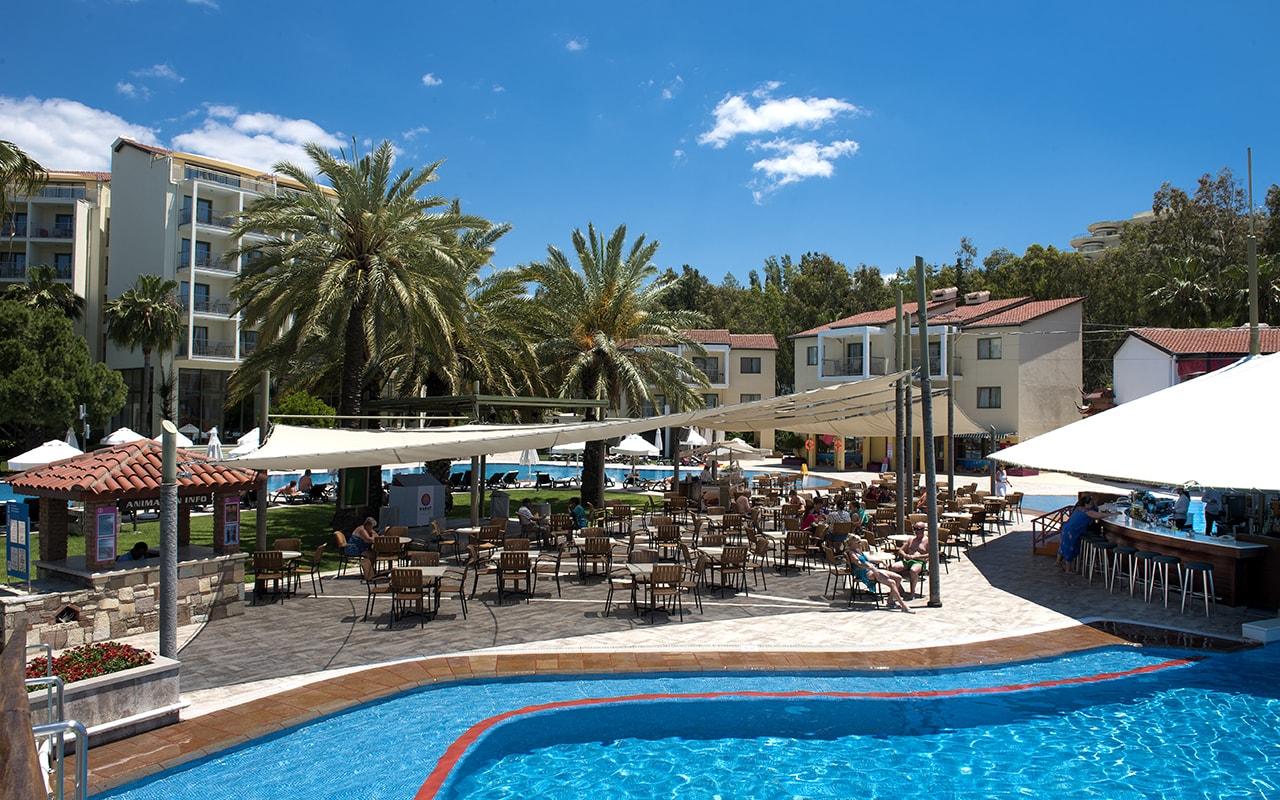бассейн отеля Barut Arum