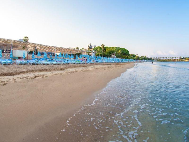 пляж отеля Lonicera Resort & Spa Hotel