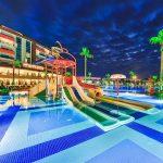 водные горки отеля Lonicera Resort & Spa Hotel