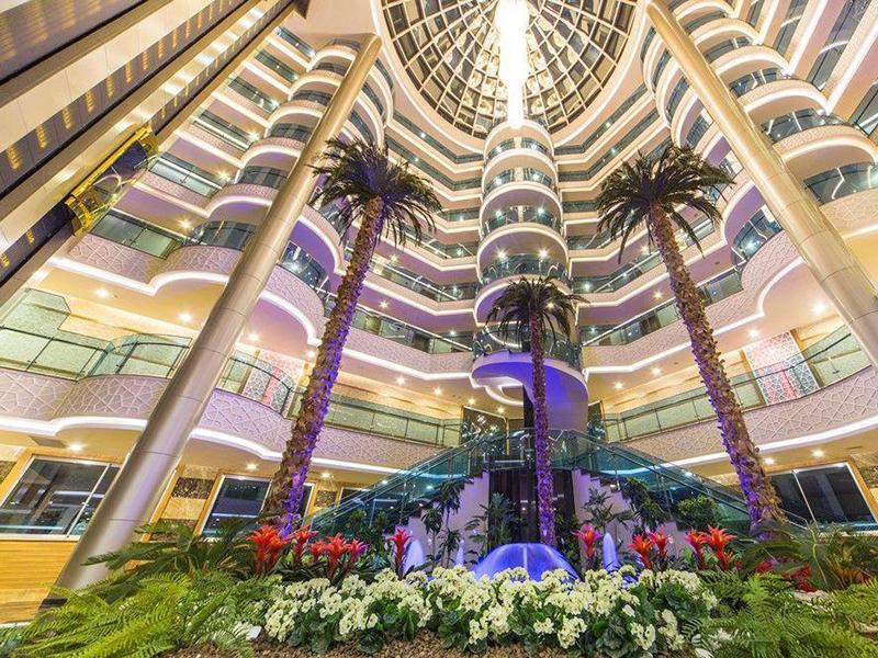 холл отеля Lonicera Resort & Spa Hotel