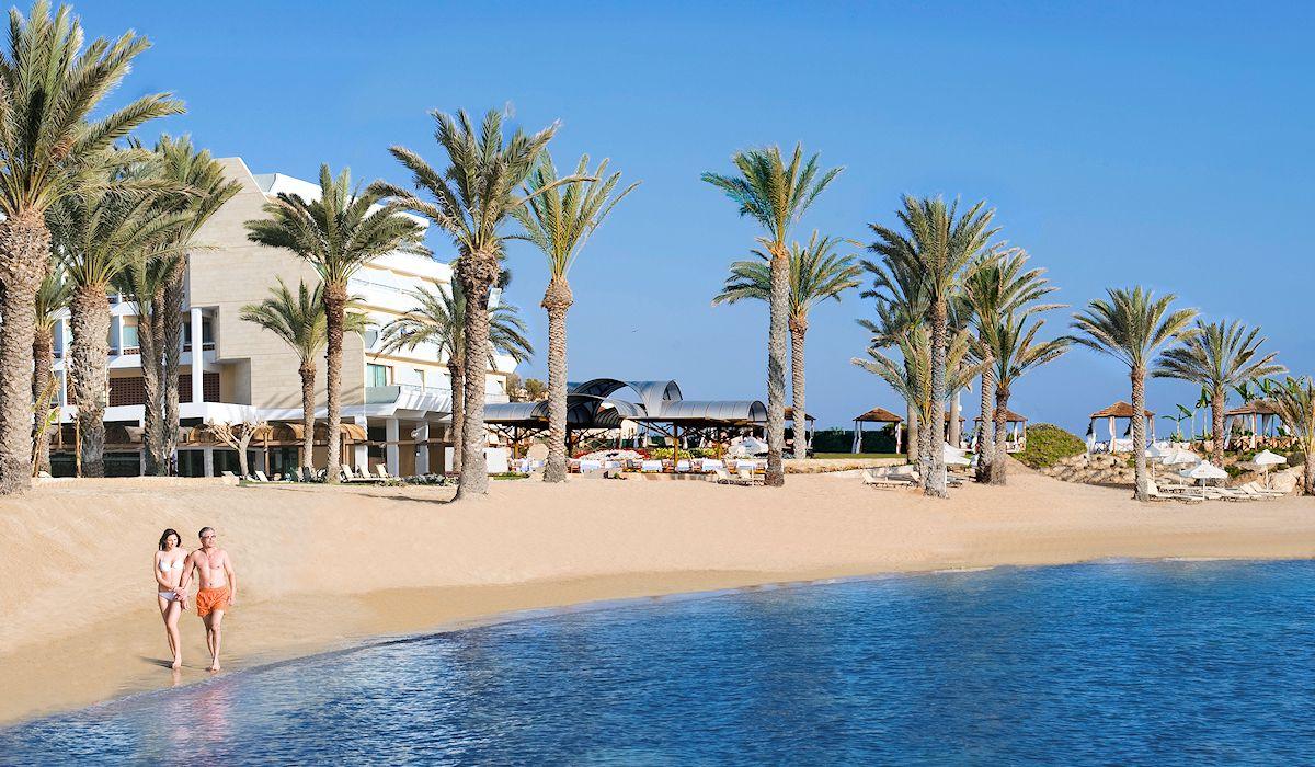 пляж отеля Constantinou Bros - Pioneer Beach Hotel