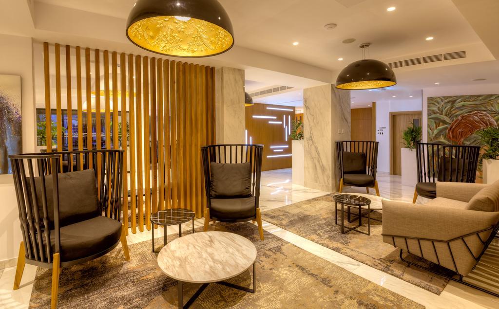 лобби отеля The Blue Ivy Hotel & Suites