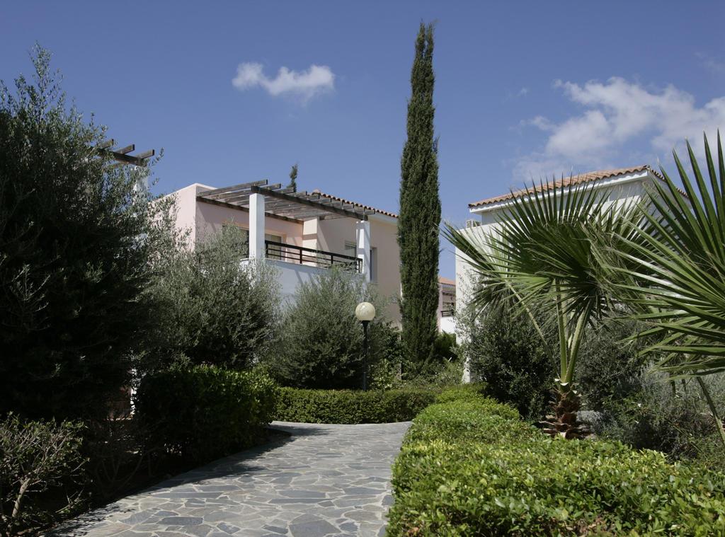 территория отеля Avanti Holiday Village 4*
