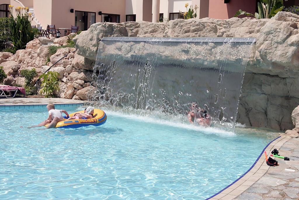 бассейн отеля Avanti Holiday Village 4*