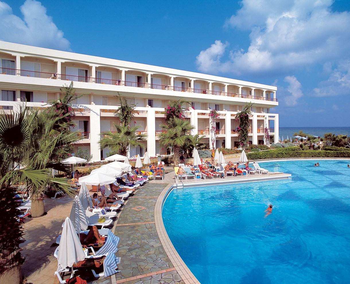 главный бассейн отеля Rethymno Palace