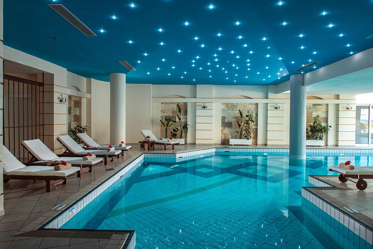 крытый бассейн отеля Rethymno Palace