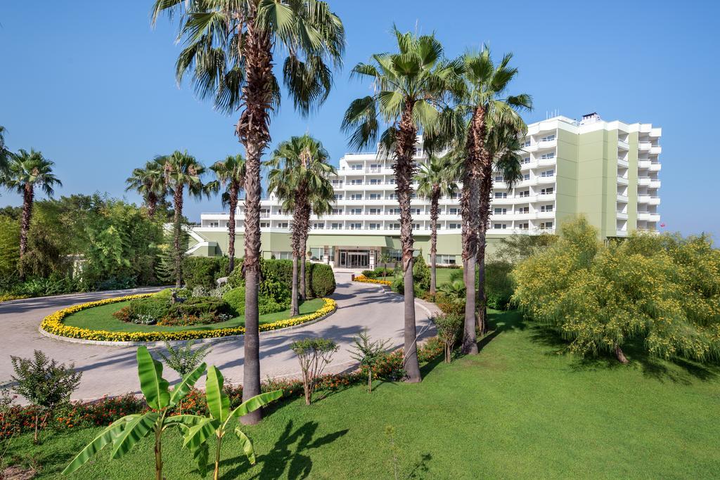 территория отеля TUI FUN&SUN Miarosa Ghazal Resort