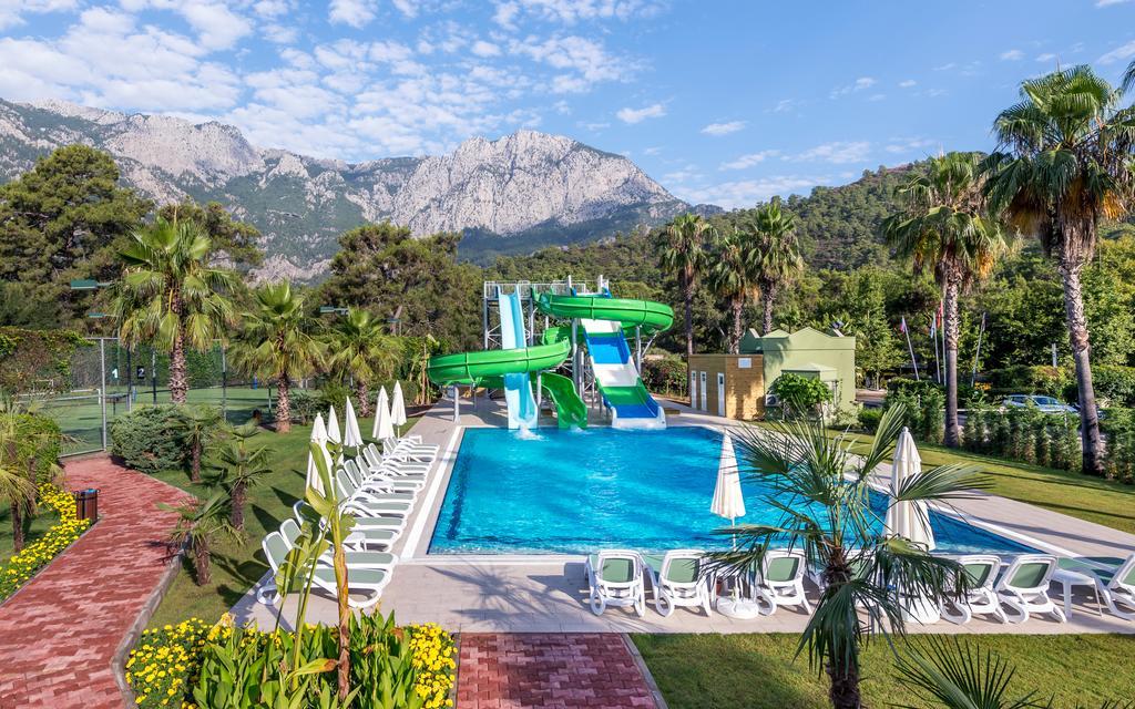 водные горки отеля TUI FUN&SUN Miarosa Ghazal Resort