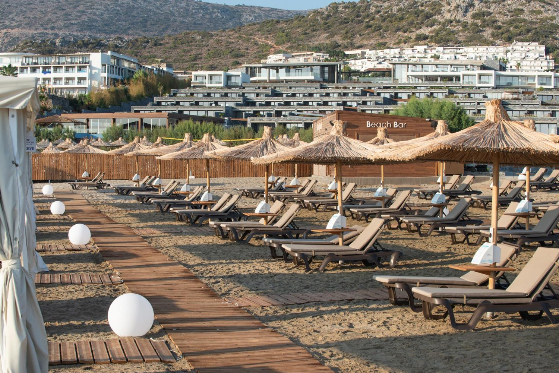 пляж отеля Nana Princess Suites Villas & Spa