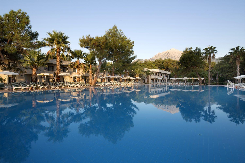 бассейн отеля TUI FUN&SUN Club Saphire
