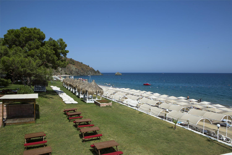 территория отеля TUI FUN&SUN Club Saphire