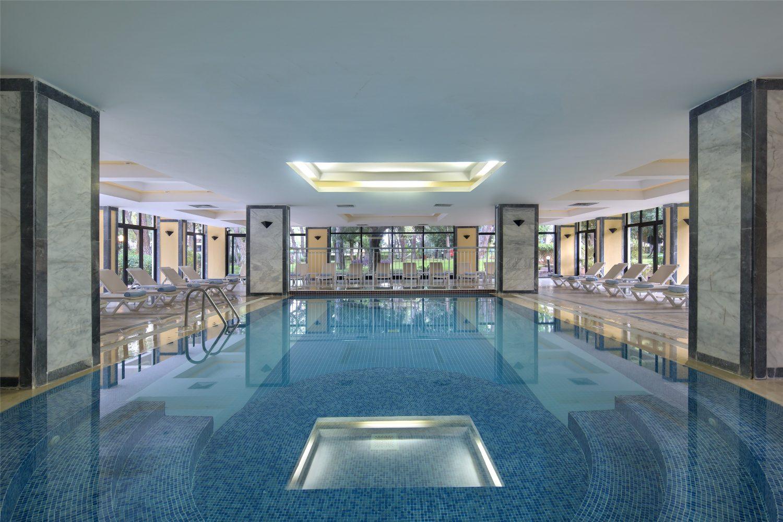 крытый бассейн отеля TUI FUN&SUN Club Saphire