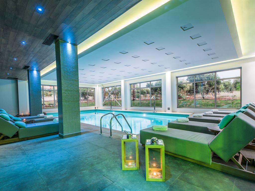 крытый бассейн отеля Stella Palace Resort & Spa