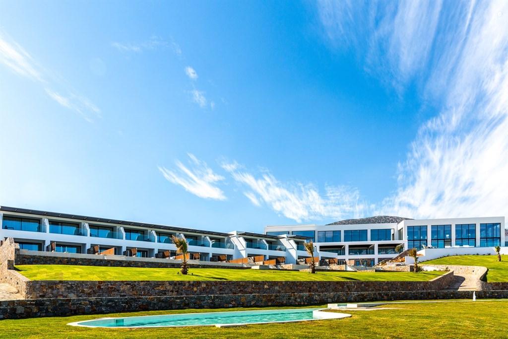 территория отеля Abaton Island Resort & Spa