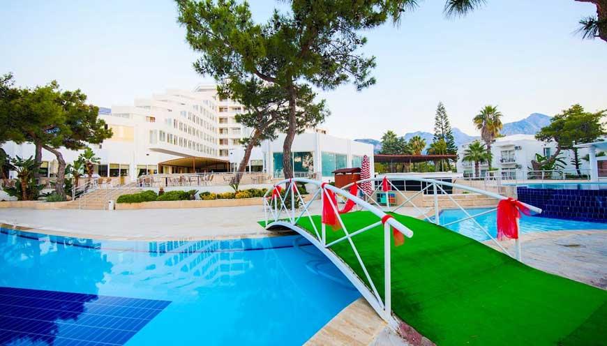 территория отеля TUI FUN & SUN Comfort Beach Resort