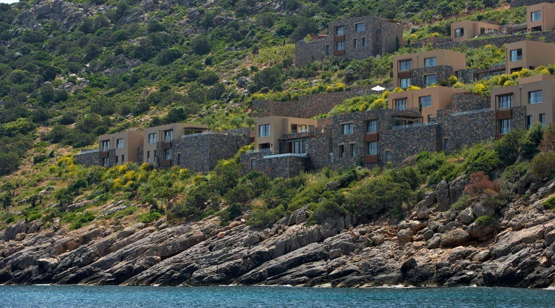 корпусы отеля Daios Cove Luxury Resort & Villas