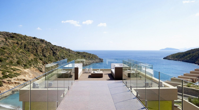 терраса отеля Daios Cove Luxury Resort & Villas