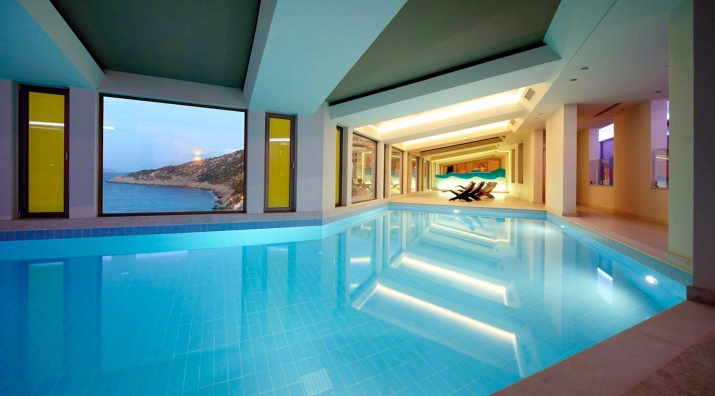 крытый бассейн отеля Daios Cove Luxury Resort & Villas