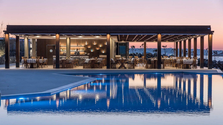 бар возле бассейна отеля Nana Princess Suites Villas & Spa