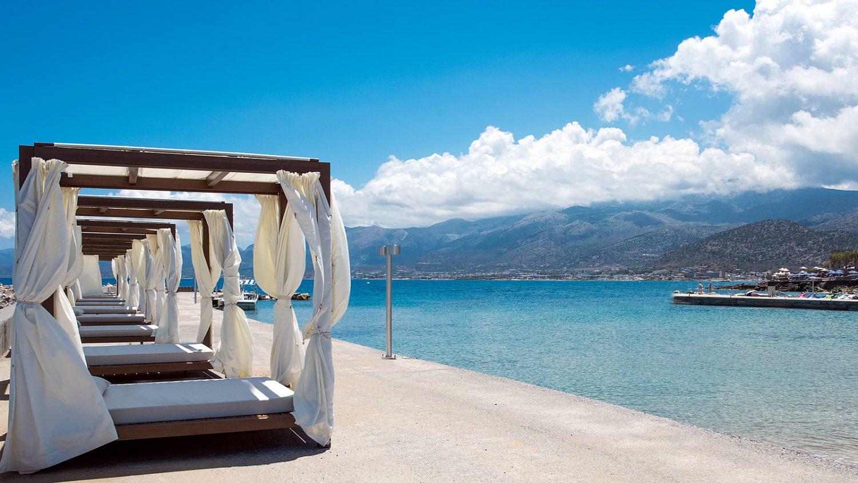 отдых на пирсе отеля Nana Princess Suites Villas & Spa
