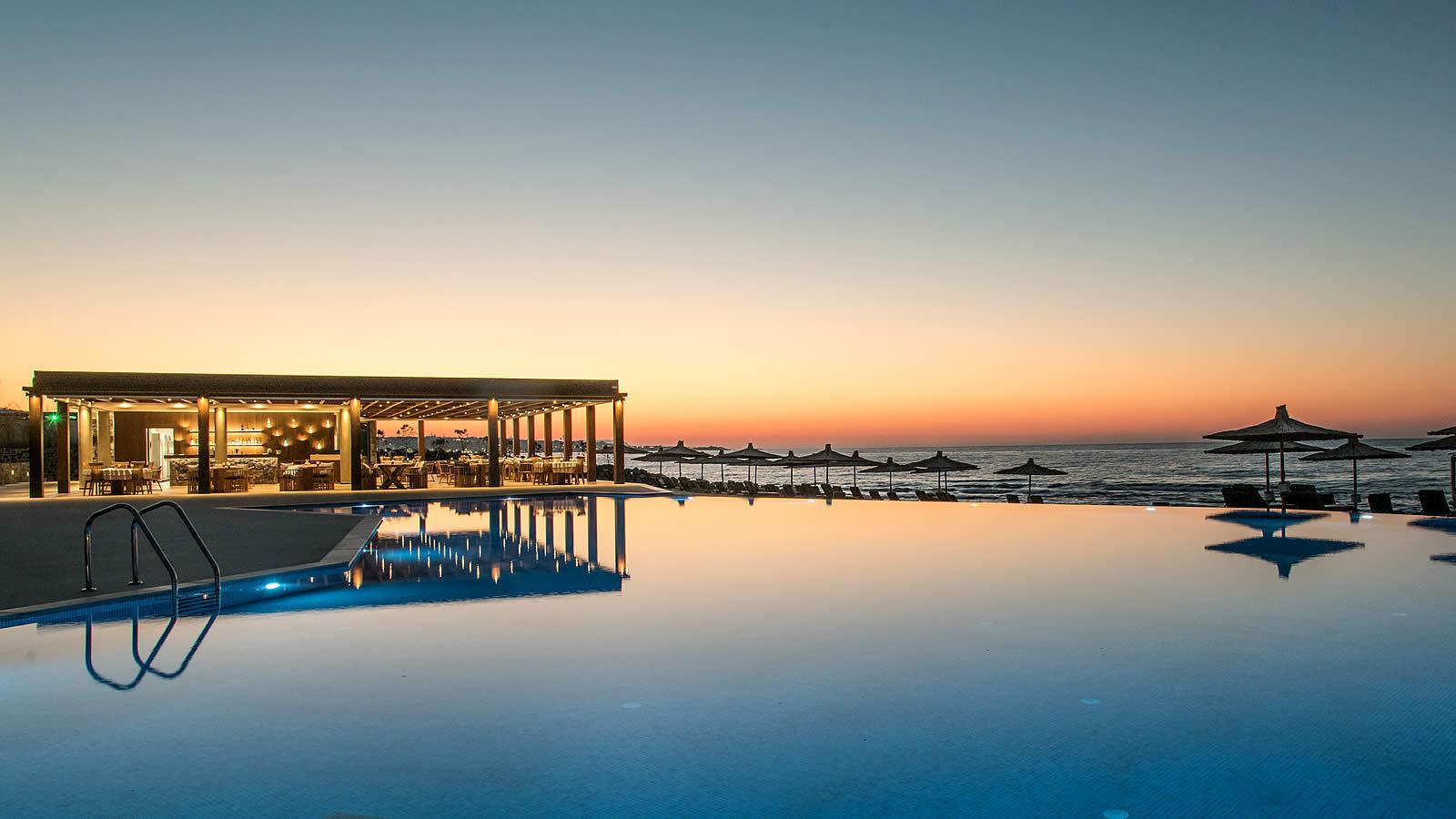 бассейн отеля Nana Princess Suites Villas & Spa