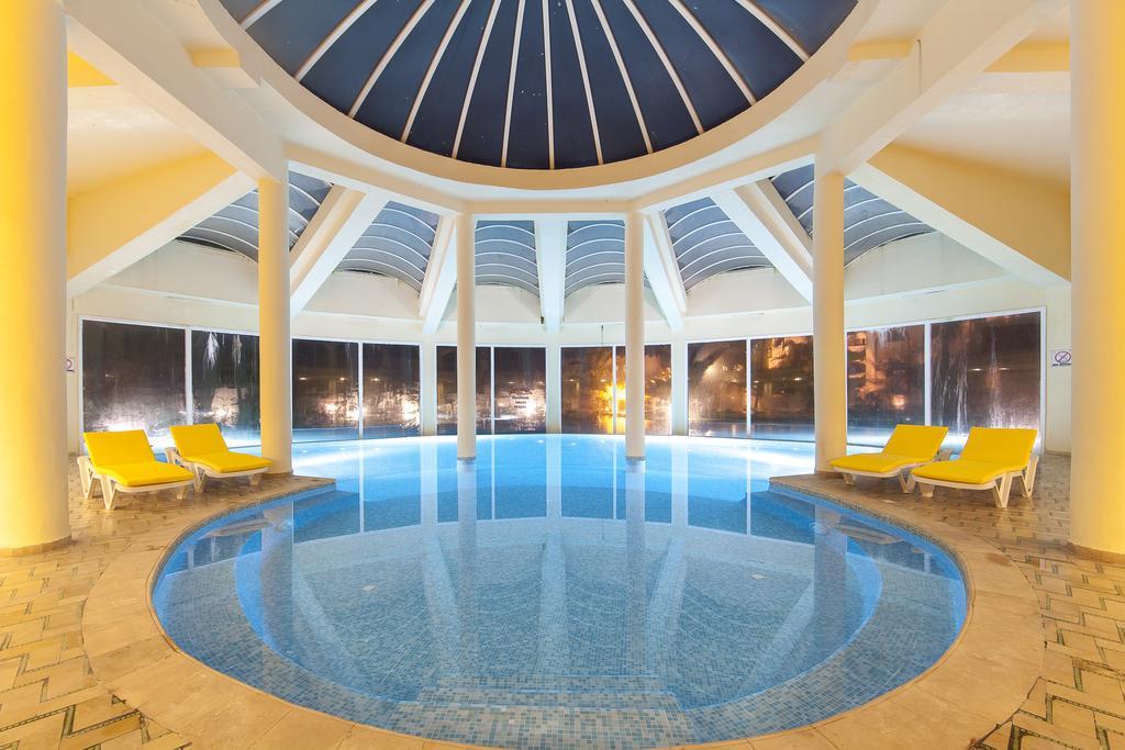 крытый бассейн отеля LTI-Mahdia Beach