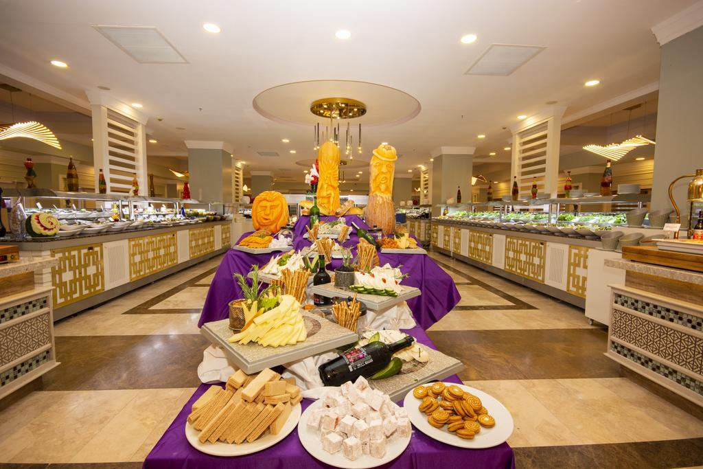 главный ресторан отеля Orange County Resort Kemer