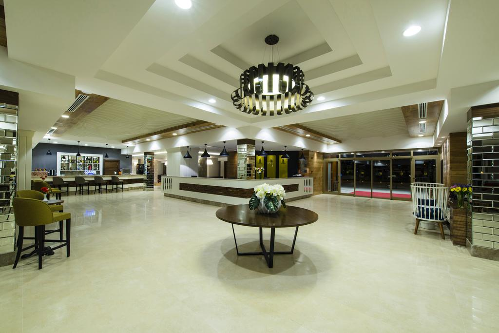 холл отеля Grand Park Lara