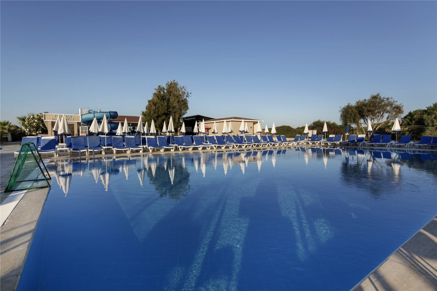 бассейн отеля Larissa Holiday Beach Club