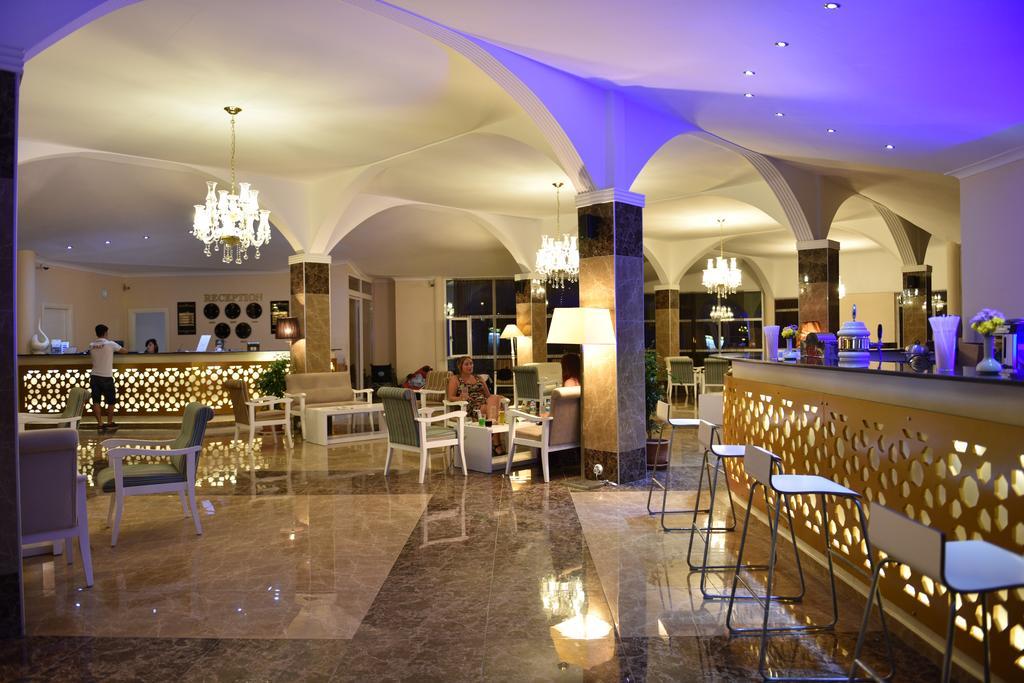 лобби бар отеля Sahra Su Holiday Village & Spa