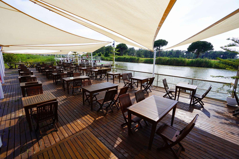 терраса отеля TUI FUN&SUN River Resort Belek