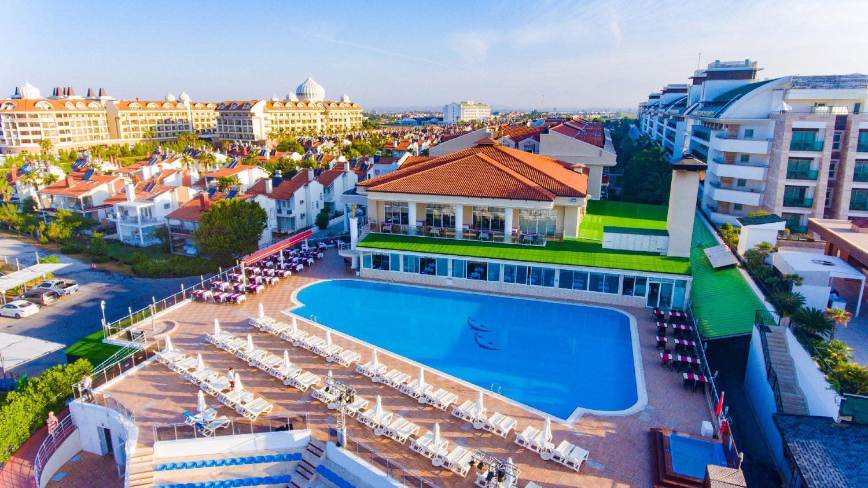 бассейн отеля Throne Seagate Belek Hotel