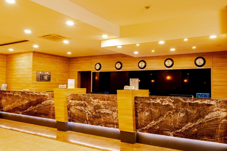 ресепшн отеля Throne Seagate Belek Hotel