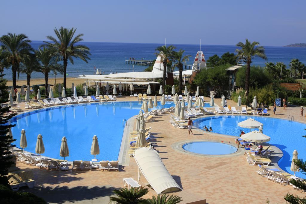 бассейн отеля TT Hotels Pegasos Club