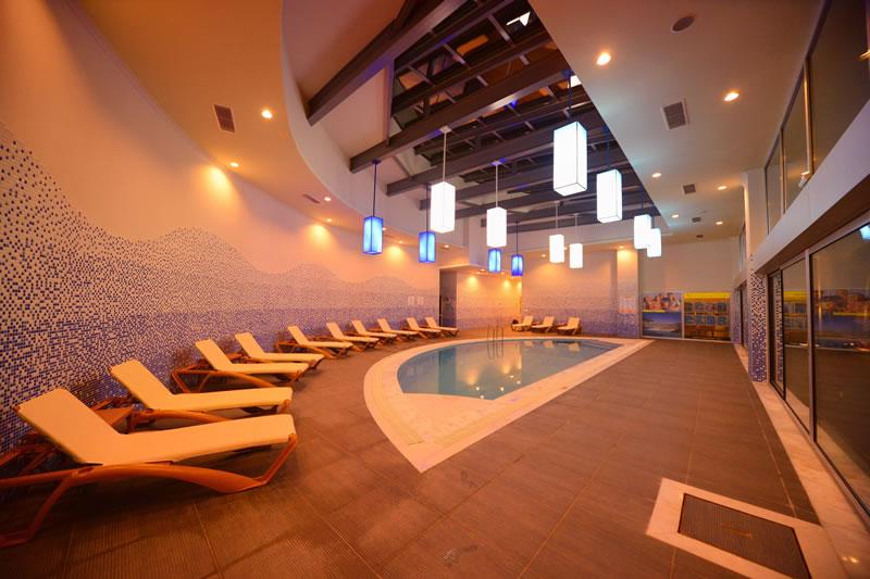 крытый бассейн отеля Orka Sunlife Resort & Spa